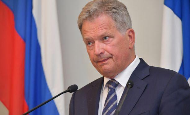 Tasavallan presidentti Sauli Niinistö esitti jämäkästi eriävän kantansa lehdistötilaisuudessa.