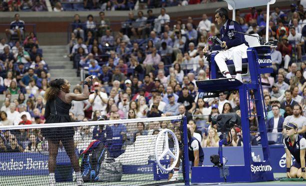 Tuomari Carlos Ramos sai Serena Williamsilta harvinaisen kipakkaa palautetta.