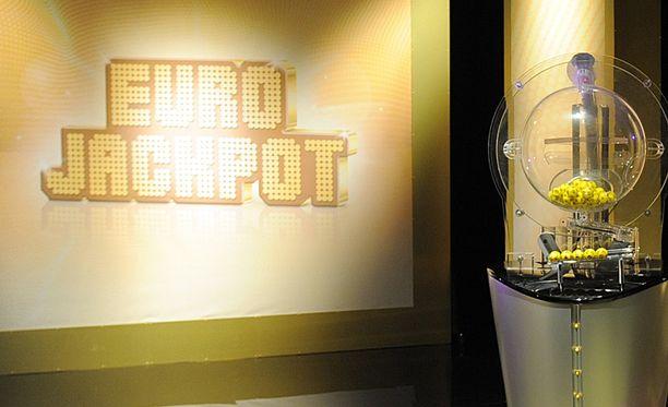 Aiemmat Eurojackpotin päävoitot Suomessa ovat menneet Seinäjoelle, Teuvalle, Akaaseen ja Espooseen.