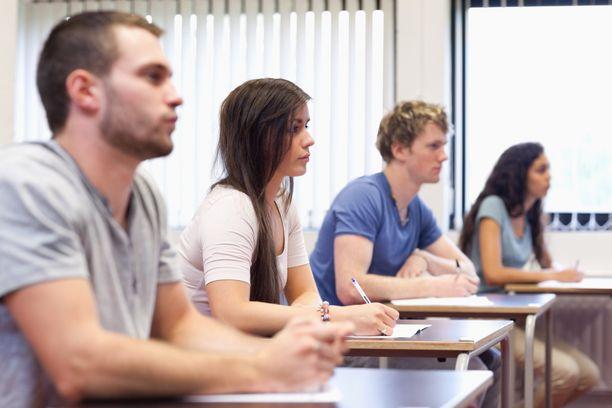 Opintojen aloittaminen ja muutto omaan kotiin merkitsee nuorelle itsenäistymistä.