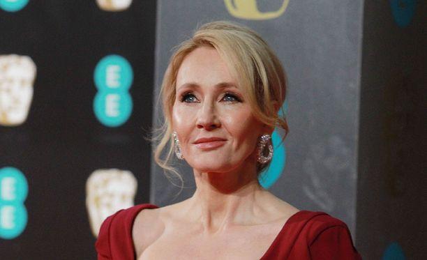Kirjailija J. K. Rowling yllätti juuri vihityn miesparin Skotlannissa.