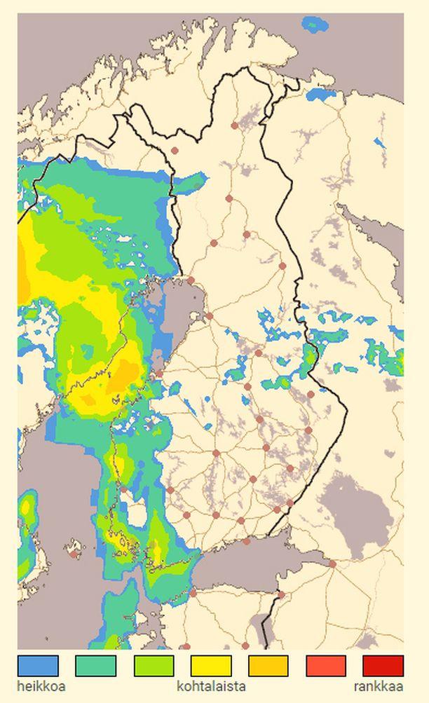 Ukkos- ja saderintama saavuttaa Suomen rannikon iltapäivän aikana. Tutkakuva kuvaa ennustetta kello 16.