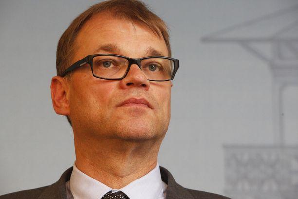 Pääministeri Juha Sipilä oli puhumassa Helsingin yliopiston avajaisissa, kun hänen puheensa keskeytettiin.