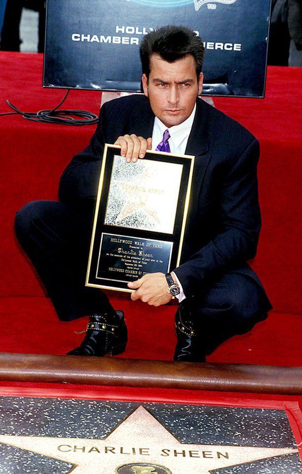 Charlie Sheenillä on oma tähti Hollywoodin Walk of Famella. Hänen vakavammista rooleistaan muistetaan esimerkiksi Platoon ja Wall Street.