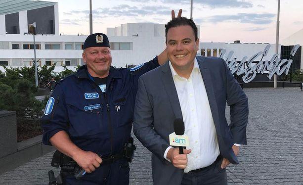 Raumalaispoliisi Jouni Nahkurilla ja Uuden-Seelannin televisioon raportoivalla Lloyd Burrilla synkkasi.