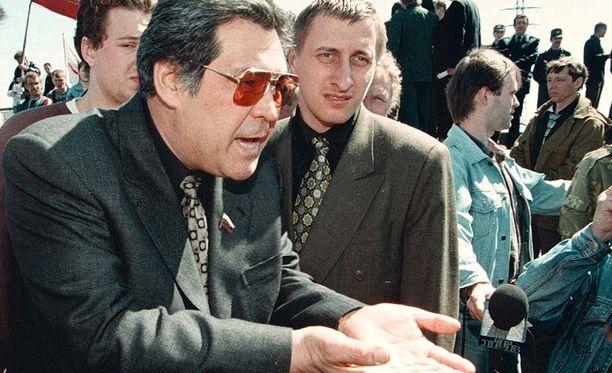 Kemerovon kuvernöörinä yli 20 vuotta työskennellyt Aman Tulejev eroaa tehtävästään.