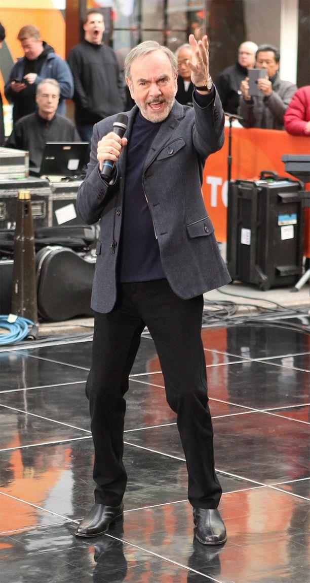Neil Diamond joutui jättämään keikkalavat. Tässä hän esiintyy Today-showssa vuonna 2014.