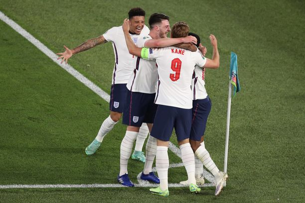 Venäläissivusto Eurosport arvioi Englannin voittavan Euroopan mestaruuden.