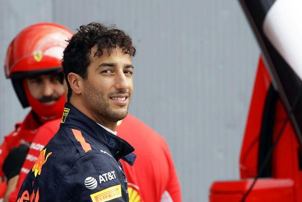 Renault valitsikin Esteban Oconin sijasta Daniel Ricciardon.