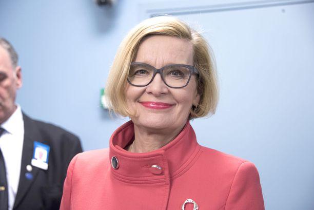Sisäministeri Paula Risikon (kok) mukaan EU:n maahanmuuttopolitiikan hoidossa yritetään käyttää sekä keppiä että porkkanaa.