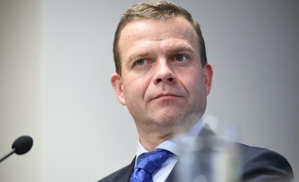 Petteri Orpon mukaan hallintarekisterilaki on pakko tehdä, jotta Suomessa toimivalla arvopaperikeskuksella on mahdollisuus saada toimilupa.