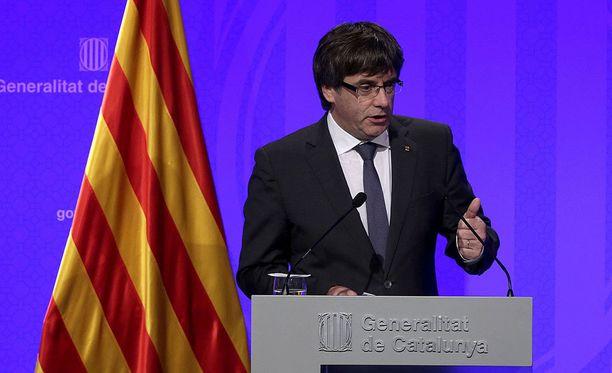Katalonian aluehallinnon johtaja Carles Puigdemont kertoo alueen julistautuvan itsenäiseksi lähipäivinä.