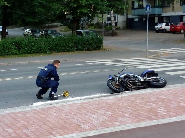 Lukijan kuva onnettomuuspaikalta keskiviikkoiltana.