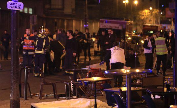 Pariisin keskustassa sattui ampumavälikohtaus ravintolan edessä.