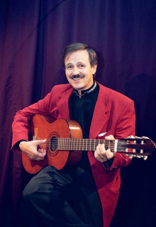 Urheiluankkurina tunnetuksi tullut Leo Silolahti on musiikkimiehiä. Kuva on vuodelta 1999.