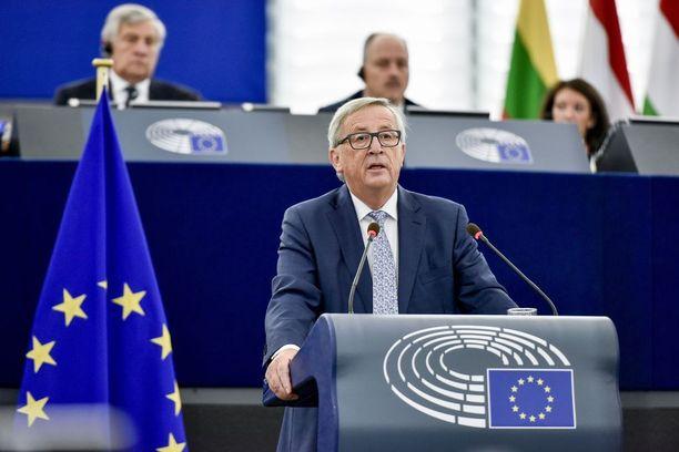 Jean-Claude Juncker sanoi puheessaan, että Euroopan on otettava kohtalonsa omiin käsiinsä. Suvereenisuuden aika on tullut, Juncker julisti.