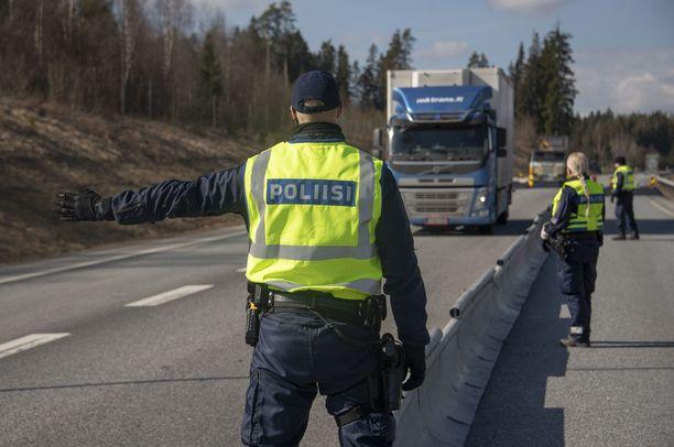 Enää poliisi ei valvo liikennettä Uudenmaan rajalla.