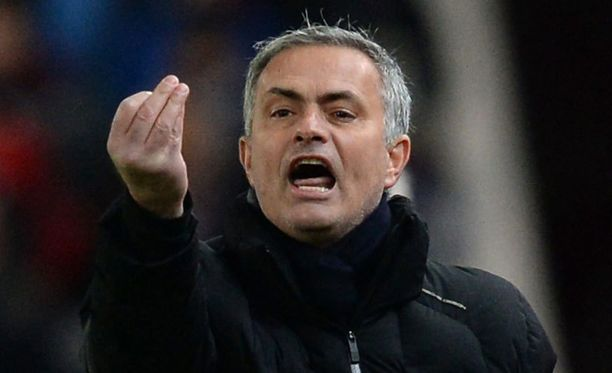 José Mourinho pyysi anteeksi erotuomarilta.