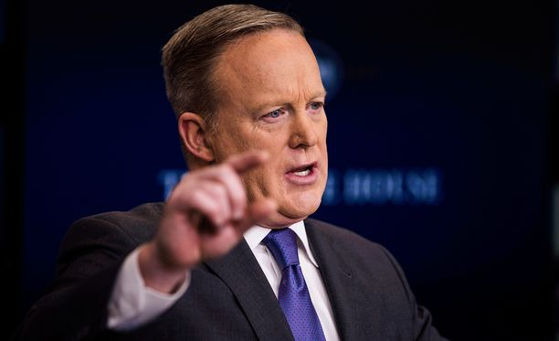 Sean Spicer puolusteli maahantulokieltoa toimittajille.