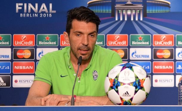 Gigi Buffonin lapset fanittavat Barca-pelaajia.