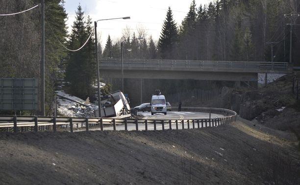 Raskas ajoneuvo tuli Jyväskylän suunnasta ja henkilöauto Tampereen suunnasta.