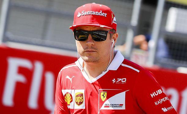 Kimi Räikkönen ei ollut samoilla linjoilla aika-ajo-ongelmista kyselleen toimittajan kanssa.