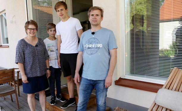 Järvisen perheen saunaremontti on jäänyt puolitiehen.