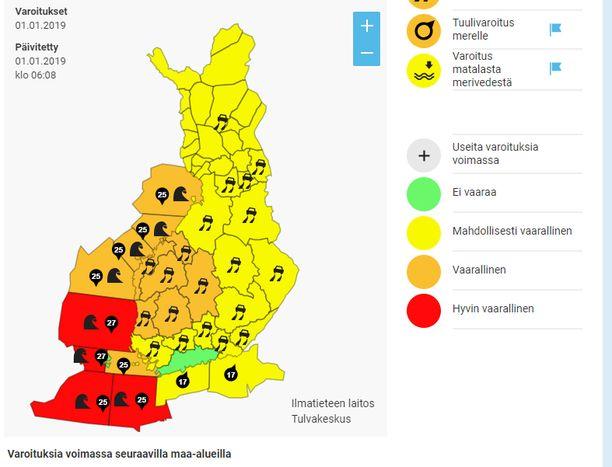Ilmatieteen laitoksen varoituskartta oli tänä aamuna poikkeuksellisen täynnä varoituksia. Ruutukaappaus Ilmatieteen laitoksen verkkosivuilta: ilmatieteenlaitos.fi/varoitukset