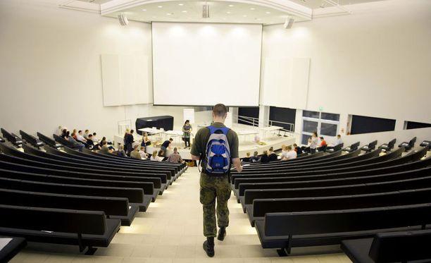 Opetus- ja kulttuuriministeriön toimenpideohjelmassa linjattiin, että korkeakoulut ottavat vuoteen 2018 mennessä käyttöön opiskelijavalinnan, joka ei edellytä hakijalta pitkää valmistautumista.