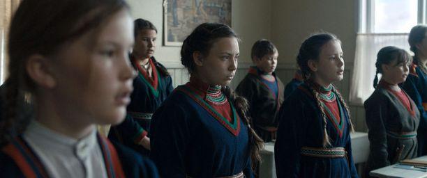 Amanda Kernellin Saamelaisveri kertoo saamelaistyttö Elle Marjan tarinan.