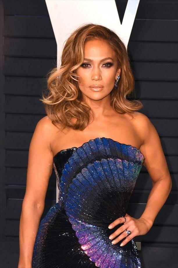 Jennifer Lopezin kiharoissa on vanhaa Hollywood-glamouria.