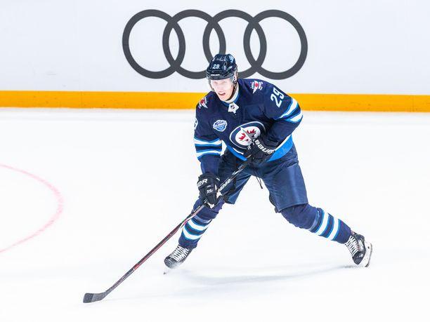 Winnipeg Jetsin Patrik Laine rikkoi taas 20 maalin rajan ja sai siitä muhkean bonuksen.