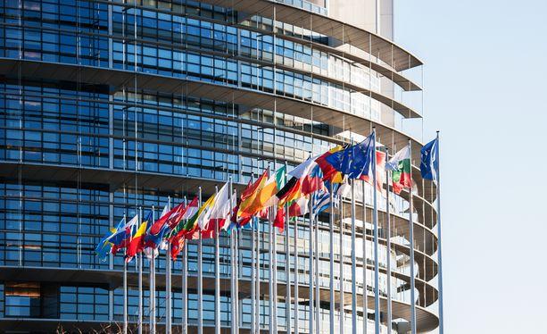 Tämäkin varsin paljon käytetty, mutta pätevä syy äänestää: Yksittäinen europarlamentaarikko käyttää usein isompaa valtaa kuin riviministeri EU-jäsenmaan hallituksessa.
