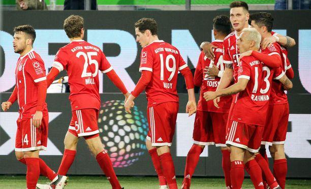Bayern Münchenin pelaajat juhlivat 2-1-voittomaalia.