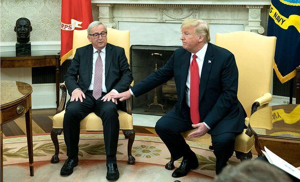 Euroopan komission puheenjohtaja Jean-Claude Juncker ja Yhdysvaltojen presidentti Donald Trump tapasivat keskustellakseen kriisiytyneistä kauppasuhteista EU:n ja Yhdysvaltojen välillä.