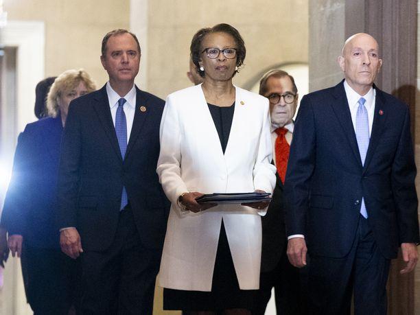 Trumpin virkarikossyytteet toimitettiin senaatin käsittelyyn.