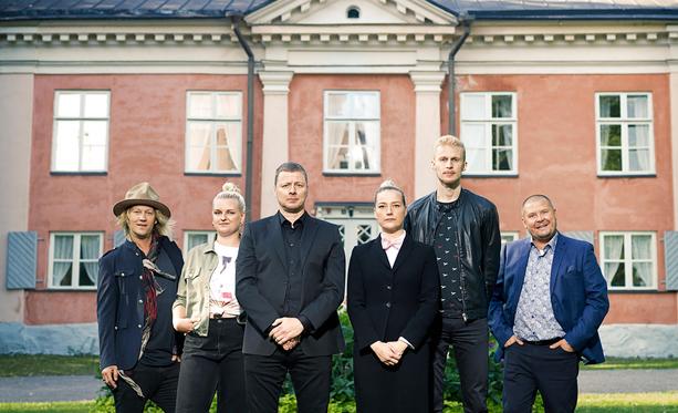 Jukka Hildén, Jenni Poikelus, Jaakko Saariluoma, Pilvi Hämäläinen, Roni Back ja Janne Kataja tähdittävät tänään alkavaa Suurmestaria.