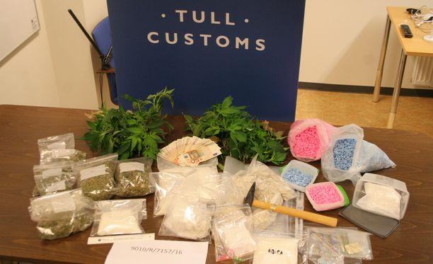 Kotietsinnässä Tulli löysi niin erilaisia huumeita, muuntohuumeita kuin käteistä rahaa ja bitcoineja.