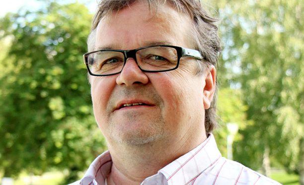 Kaupunginhallituksen puheenjohtaja Timo Tukia kertoo tyrmistyneensä Attendon edustajan soitosta.