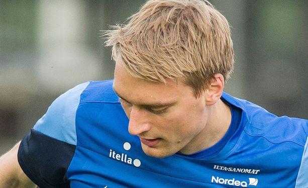 Tim Väyrynen pelannee tänään ensimmäisen A-maaottelunsa.