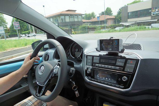Nykyaikaisessa pikkuautossa on kaikki modernit turva- ja mukavuusvarusteet.