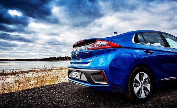 Kun satojen tai tuhansien autojen käytöstä poistetut akut yhdistetään samaan järjestelmään, saadaan suuritehoisia energiavarastoja.