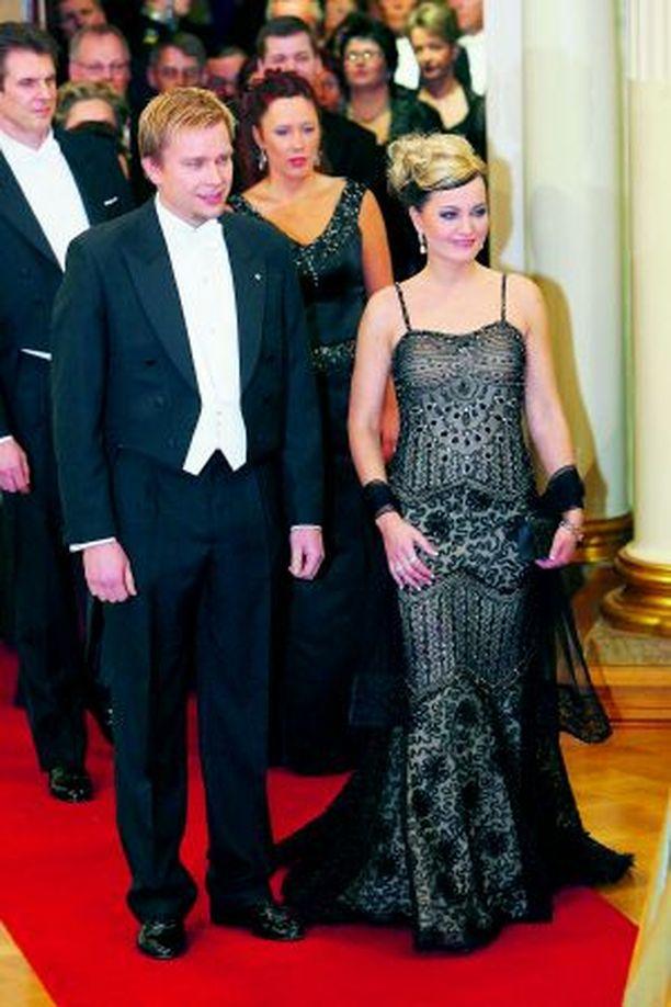 Satu Taiveaho ja Antti Kaikkonen hehkuivat Linnan juhlissa rakastuneen parin onnea.