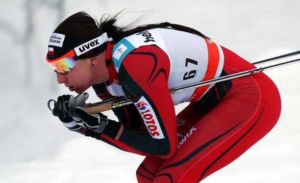 Justyna Kowalczyk turhautuu norjalaisten ylivoimaan.