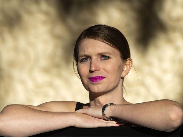 Chelsea Manning kieltäytyy todistamasta suuren valamiehistön edessä, vaikka se tarkoittaisi passitusta takaisin vankilaan oikeuden halventamisesta.