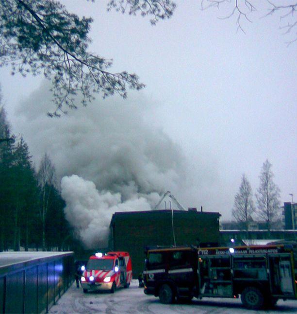 Poliisin mukaan 41-vuotias rivitalossa asuva mies sytytti asuntonsa tuleen tahallaan.