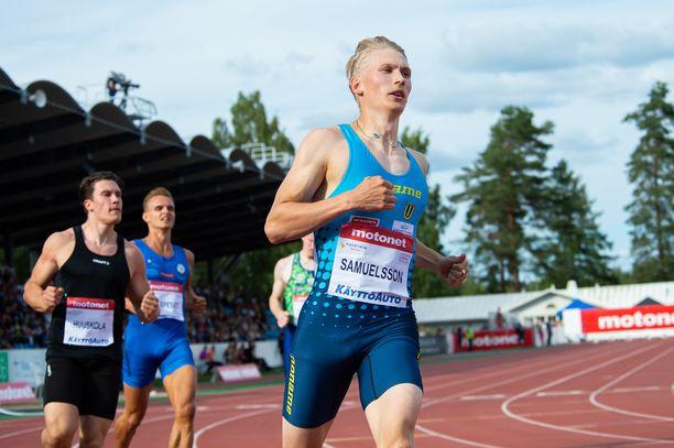 Samuli Samuelsson on sadalla metrillä Suomen kaikkien aikojen tilastossa neljäs.