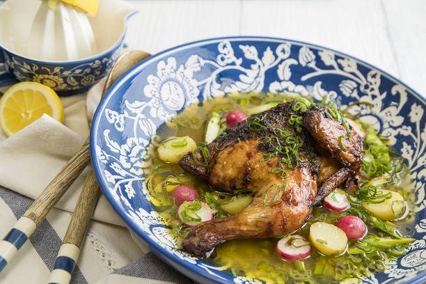 Tarjoa kanaa kaprisliemessä.