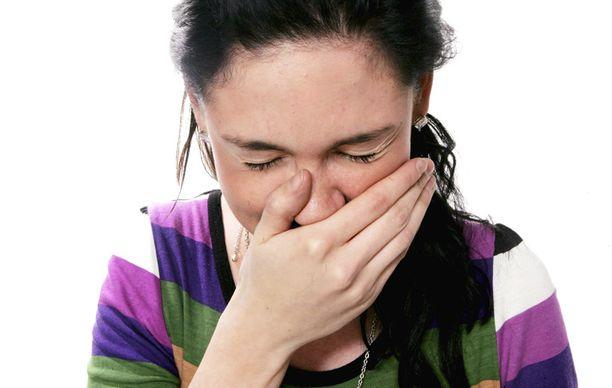 Hinkuyskän oireet ovat lähellä tavallisen flunssan oireita.