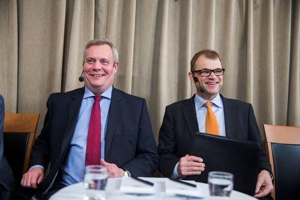 Keskustan puheenjohtaja Juha Sipilä ja SDP:n puheenjohtaja Antti Rinne ovat lämmitelleet puolueidensa suhteita.